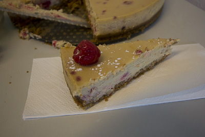 Whitechocolate cheesecake with raspberries